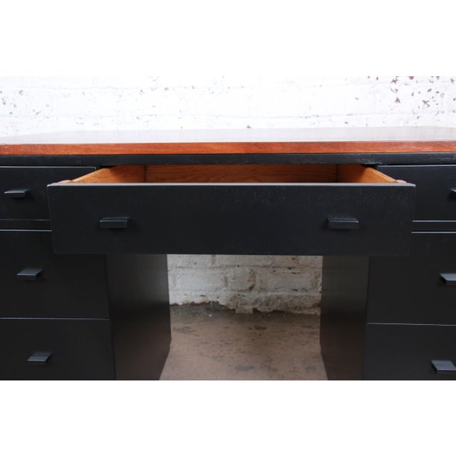Black Early Edward Wormley for Dunbar Walnut and Black Lacquered Kneehole Desk, 1940s For Sale - Image 8 of 13