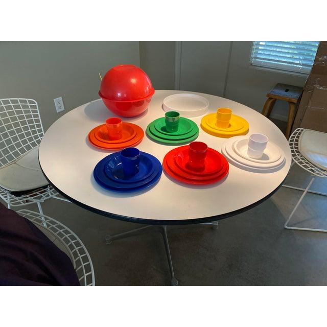 Vintage Ingrid Plastic Chicago Six Colors Serving Set - 26 Pieces For Sale - Image 12 of 12