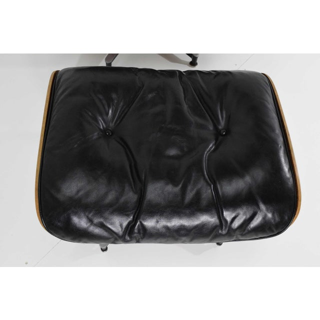 Black Eames 670 Lounge Chair & 671 Ottoman in Rosewood by Herman Miller For Sale - Image 8 of 10