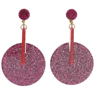 Oversized Italian Lucite Dangling Clip on Earrings Fuchsia Silver Flakes Inclusions For Sale