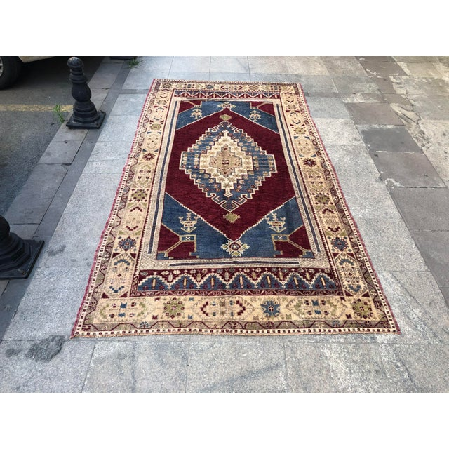 1960s Vintage Oversize Turkish Rug- 4′7″ × 8′8″ For Sale - Image 11 of 11