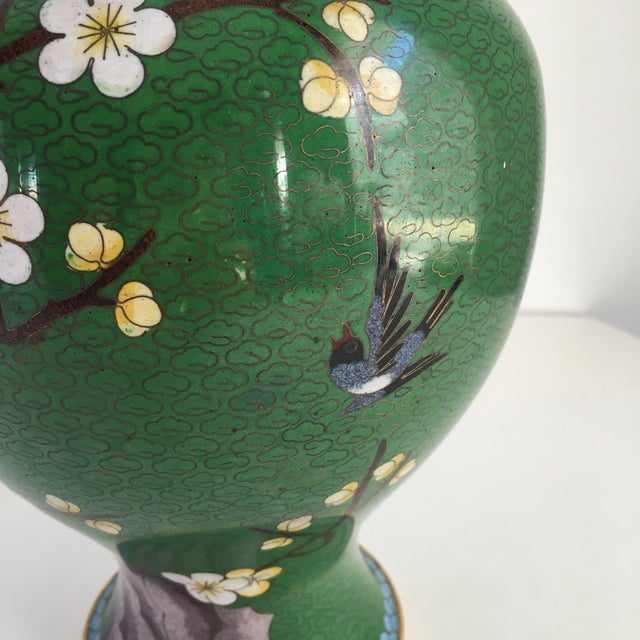 1960s 1960s Chinoiserie Kelly Green Large Cloisonné Vase For Sale - Image 5 of 10