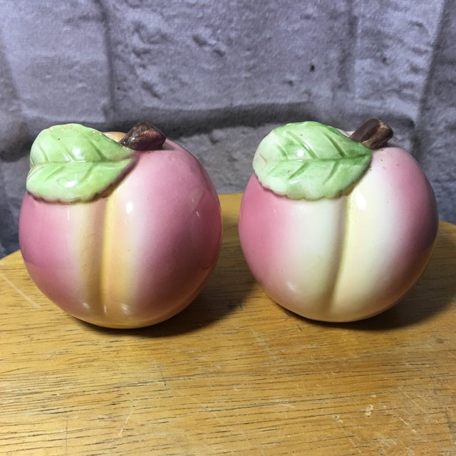 Vintage Peach Shaped Figural Salt & Pepper Shakers ~ Great set to add to your collection or to have on display!