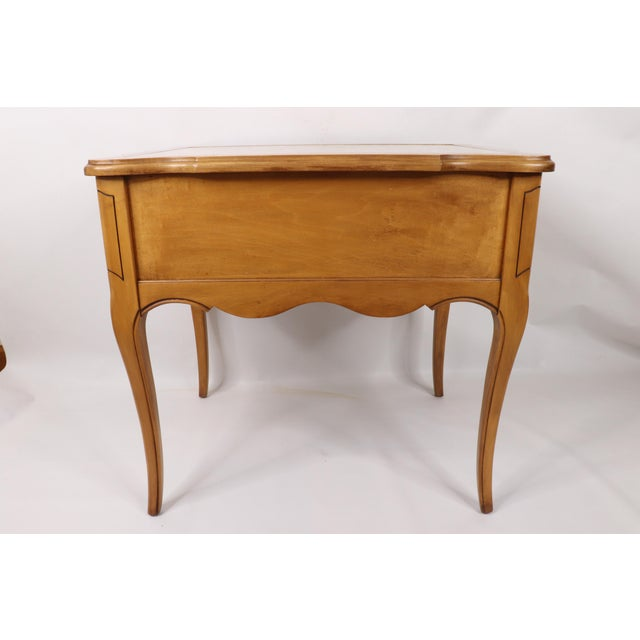 Vintage 1960s Hammary French Provincial Marble Inlay Oak Wood End / Side Table For Sale - Image 6 of 13