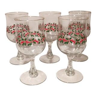 1980s Vintage Libbey Holly & Berries Gold Rim Stemmed Christmas Goblet - Set of 5 For Sale