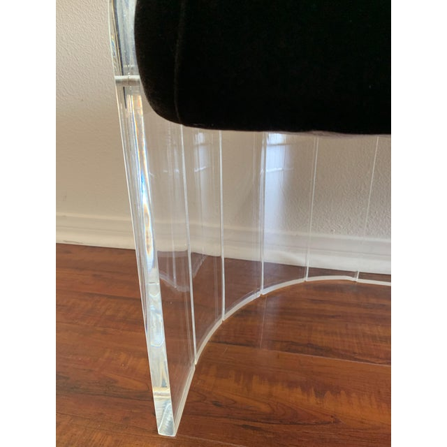 """1970s 1970s Vintage Charles Hollis Jones for Hill Mfg Clear Lucite """"Angel Wings"""" Bench For Sale - Image 5 of 12"""