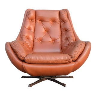 Mid-Century Swiveling Egg Lounge Chair For Sale