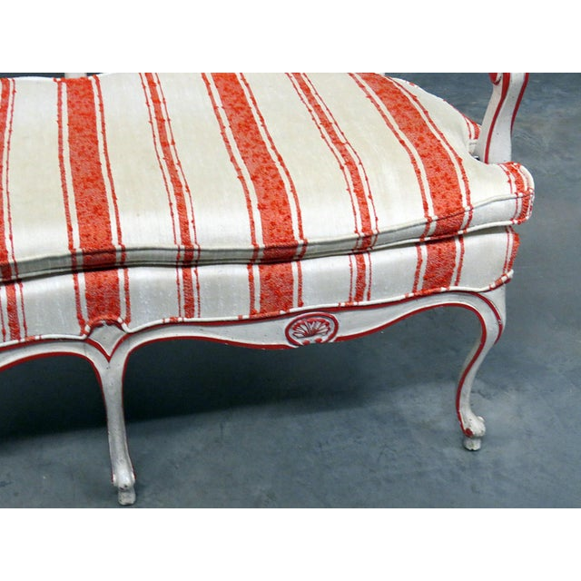 French Vintage Mid Century W&j Sloane Louis XV Style Settee For Sale - Image 3 of 9
