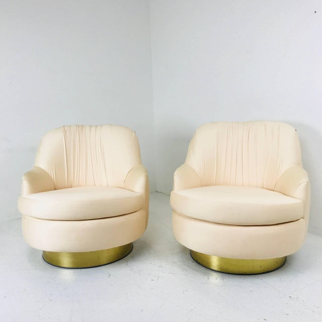 Pair of Vintage Peach Milo Baughman Swivel Chairs With Brass Plinths For Sale In Dallas - Image 6 of 8