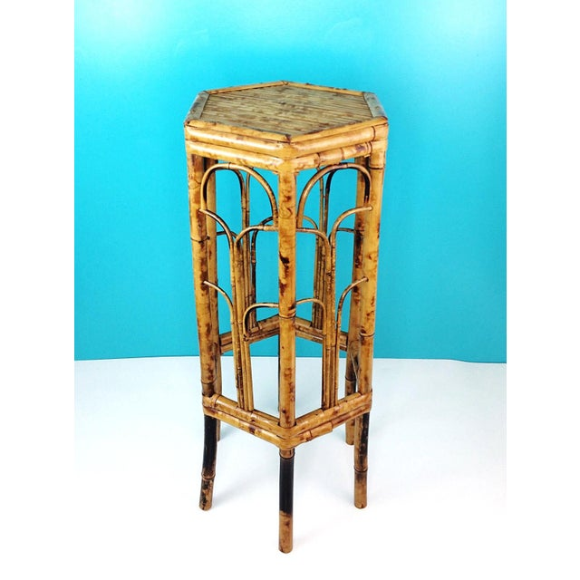 This fabulous vintage bamboo stand would look great with a plant, lamp or picture on it...the options are endless! Vintage...