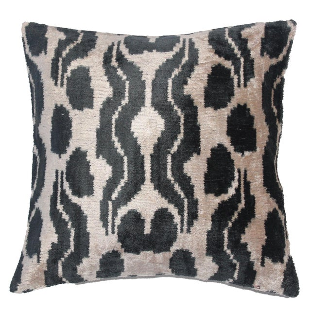 2020s Contemporary Silk Velvet Ikat Pillow Cover Bohemian Pillow For Sale - Image 5 of 5