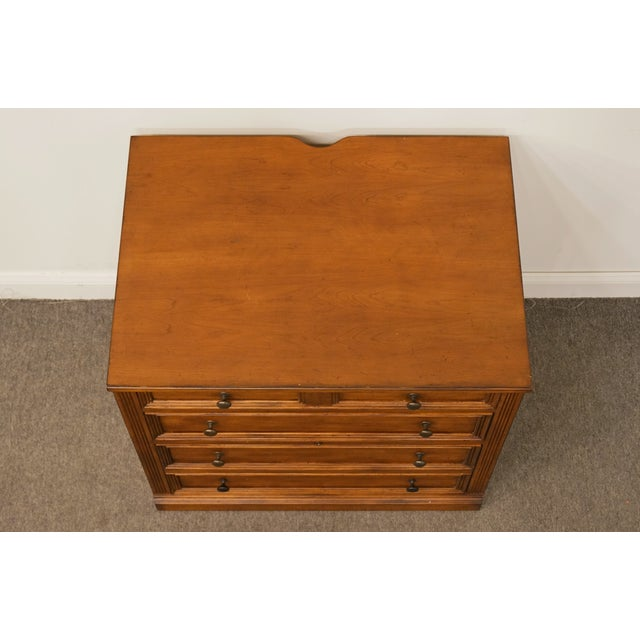 """Late 20th Century 20th Century Traditional Sligh Furniture the Ellis Line 32"""" Office Storage File Cabinet For Sale - Image 5 of 13"""