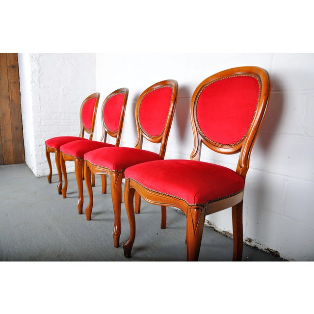 1960s Vintage Set of 4 French Louis XV Maple Dining Chairs W/ Red Velvet Upholstery For Sale - Image 5 of 11