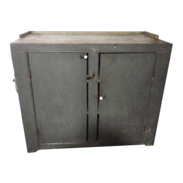 Early 19th century Original Grey Over Red Pennsylvania Hutch/Cupboard For Sale