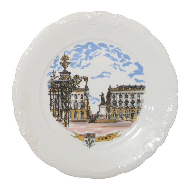 Add a touch of French elegance to your maison with these two lovely plates featuring French chateaux. One shows the...