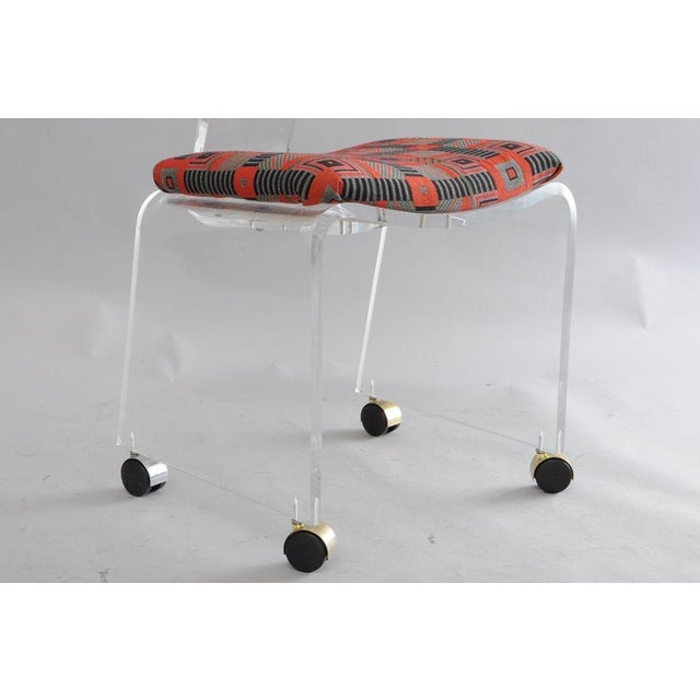 Hill Mfg. Lucite Vanity Chair Round Back Rolling Casters Mid Century Modern Vintage For Sale - Image 5 of 11