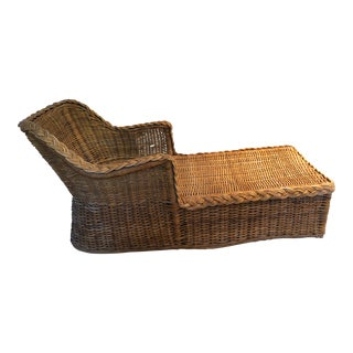 Vintage Americana Style Wicker Chaise For Sale