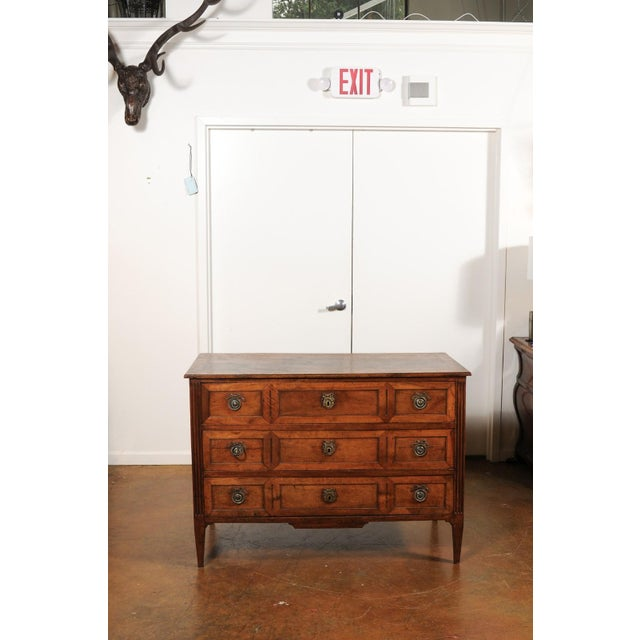 French Directoire Style 1860s Walnut Veneered Commode with Inlay and Fluting For Sale In Atlanta - Image 6 of 13