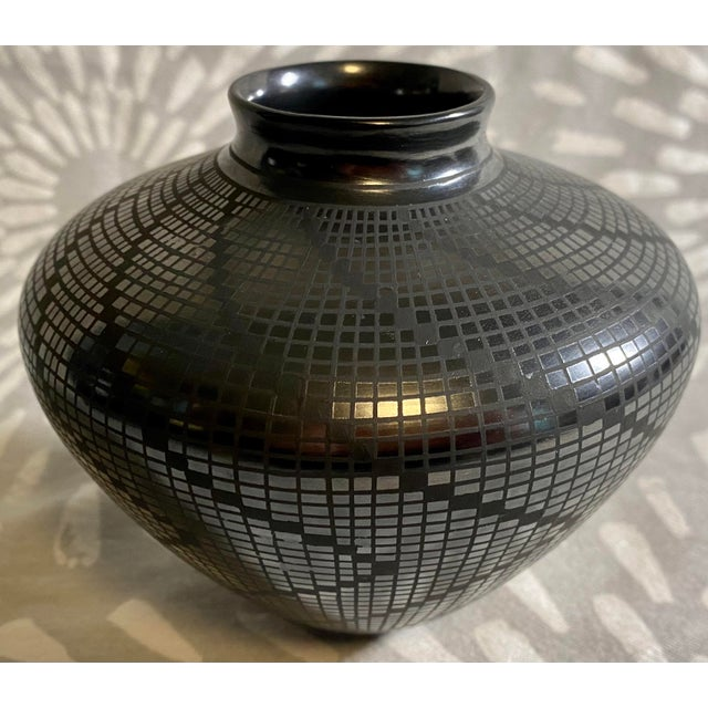 1950s Carolina Marin Gonzalez Black on Black Studio Pottery Vase For Sale - Image 4 of 11