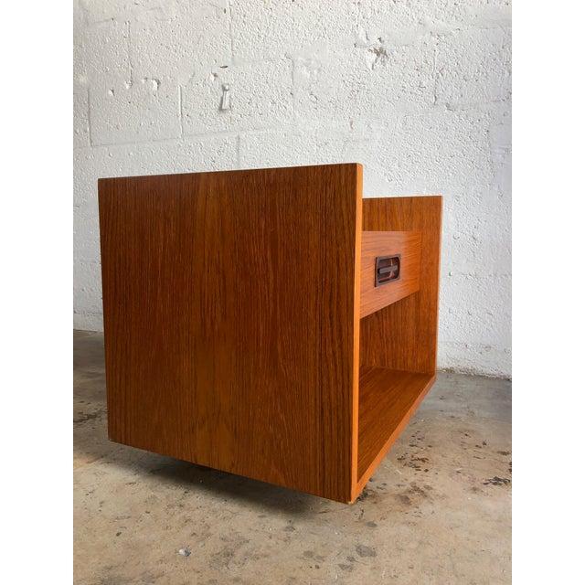 Danish Modern Vintage Mid Century Modern Danish Nightstand. For Sale - Image 3 of 10