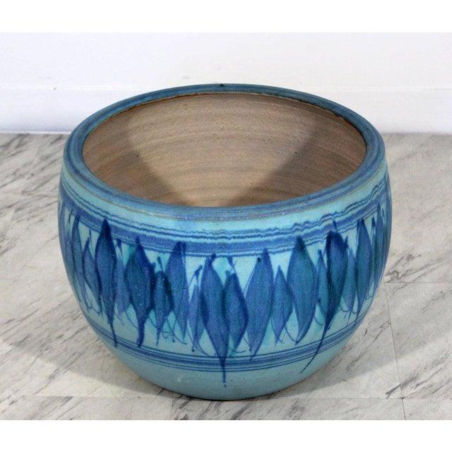 Boho Chic 1960s Mid-Century Modern Large Blue Glazed Ceramic Pot Signed j.t. Abernathy For Sale - Image 3 of 8