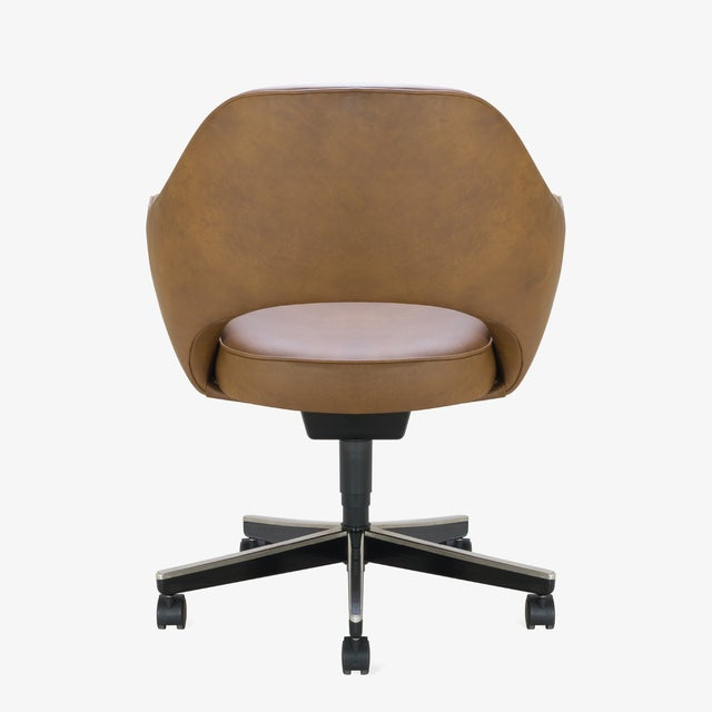Mid 20th Century Saarinen Executive Arm Chair in Saddle Leather, Swivel Base For Sale - Image 5 of 8