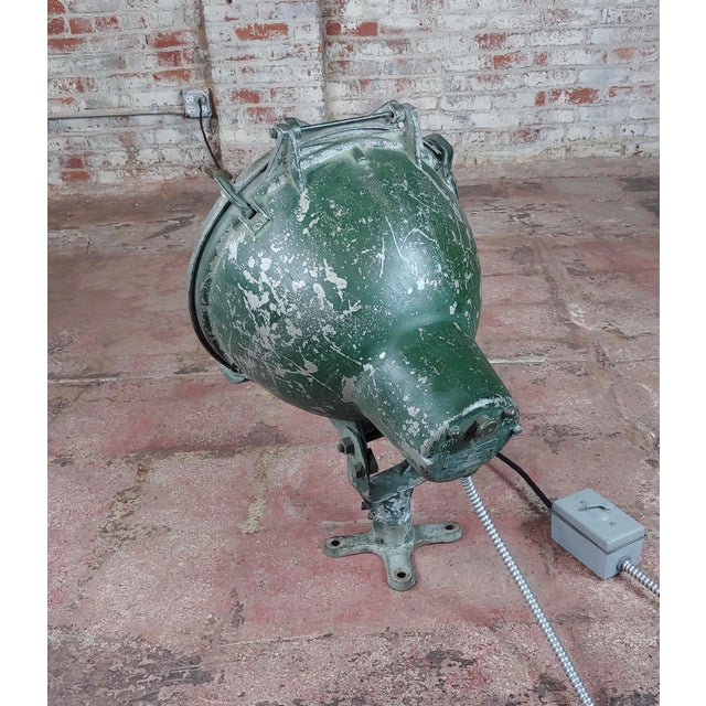 Lights Crouse-Hinds -1930s Vintage Nautical & Industrial Spot Light For Sale - Image 7 of 10