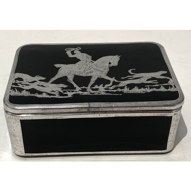 Iconic English Fox Hunt box in Sterling Silver and black Glass. Art Deco from the 1920's...
