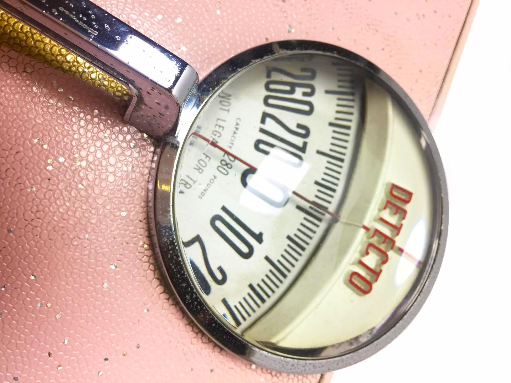 Vintage 1950s Classic Pink Detecto Bathroom Scale   Image 2 Of 3