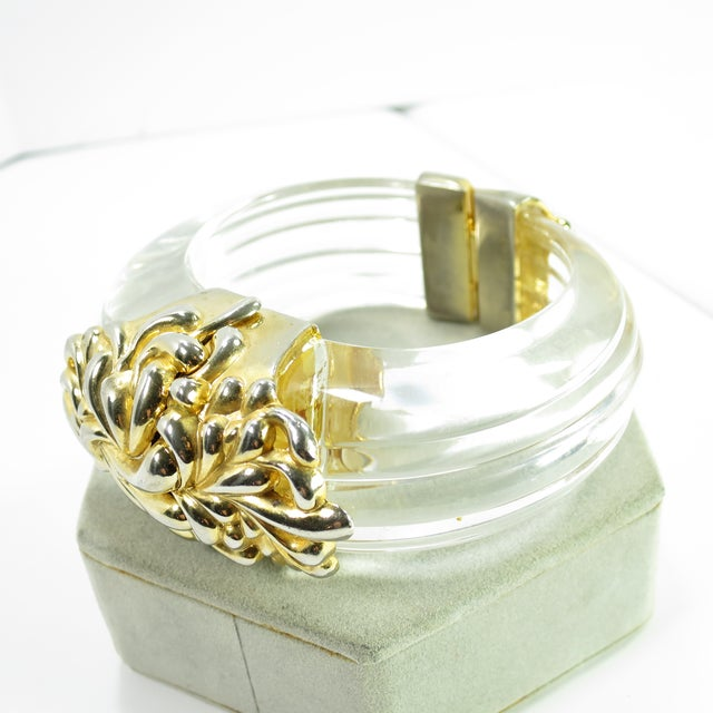 Modern Inna Cytrine Paris Massive Runway Lucite Gilded Hinged Bangle Bracelet, 1980s For Sale - Image 3 of 13