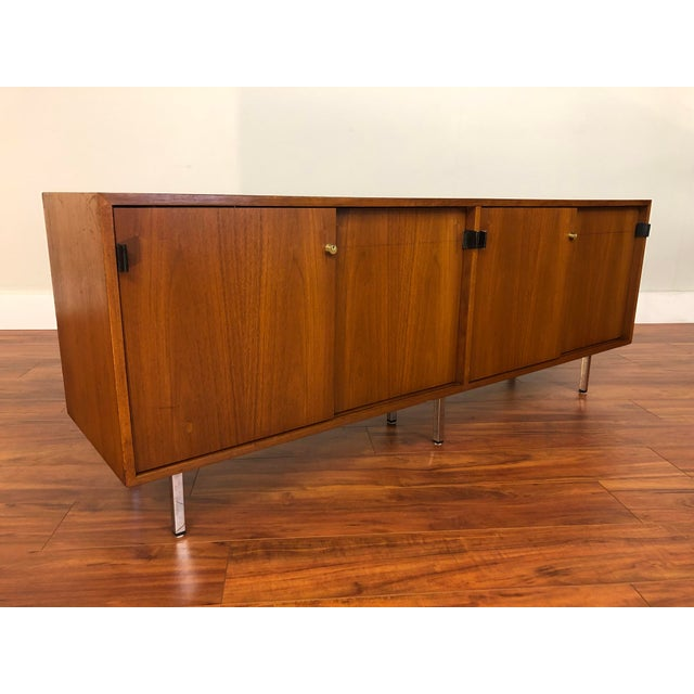 Mid-Century Modern Florence Knoll Vintage Walnut 4 Position Credenza - Circa 1960s For Sale - Image 3 of 11