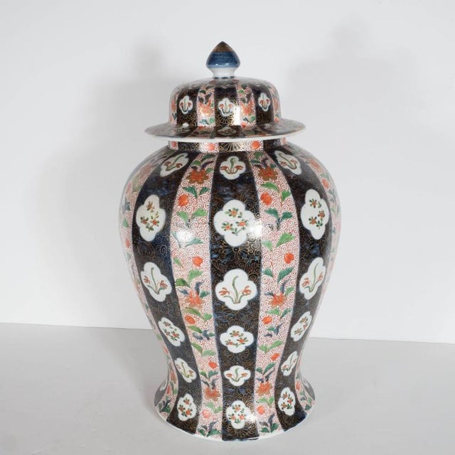 White Large-Scale Antique Chinese Porcelain Famille Verte Lidded Vases / Urns For Sale - Image 8 of 11