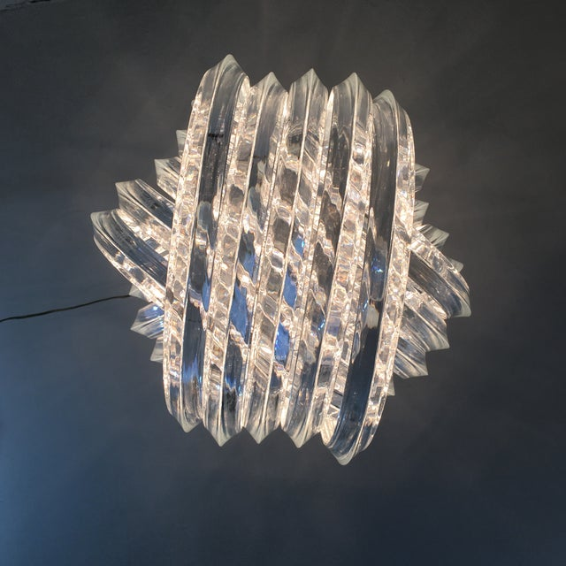 Lucite Ribbon Chandelier For Sale In New York - Image 6 of 10