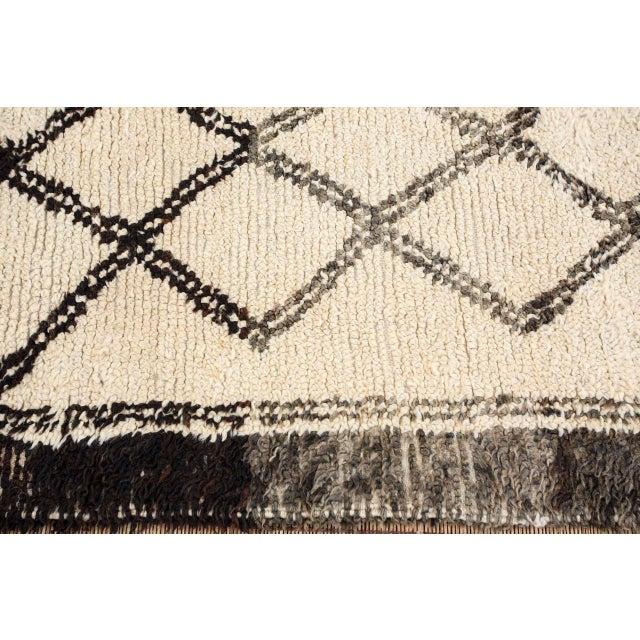 Black Vintage Moroccan Beni Ouarain White Rug For Sale - Image 8 of 10