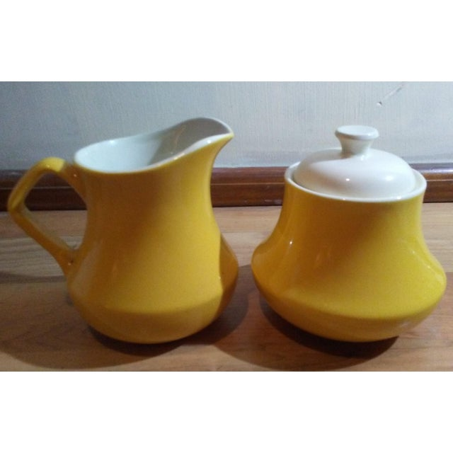 1900s Mid-Century Modern Yellow Ceramic Creamer and Lidded Sugar Bowl - 2 Piece Set For Sale - Image 4 of 4