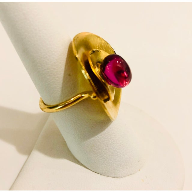 Baccarat Cabochon Ruby Crystal and Gold Vermeil Ring size 7 For Sale In New York - Image 6 of 8