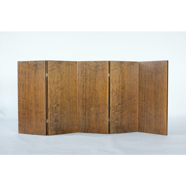 EMILE-JACQUES RUHLMANN & EDGAR BRANDT Five-panel, double-sided low screen with exotic veneers and patinated metal hinges....