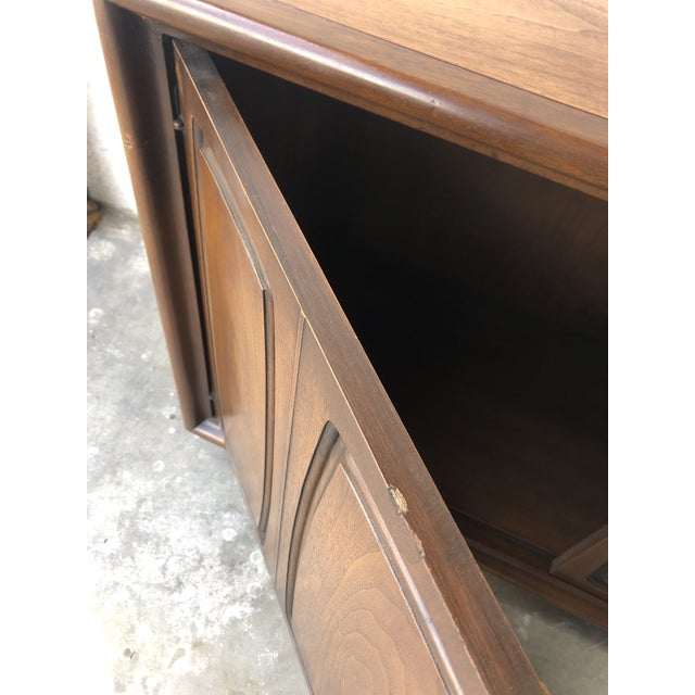 Vintage Mid Century Modern Sideboard Credenza by Broyhill Emphasis Collection For Sale - Image 9 of 13