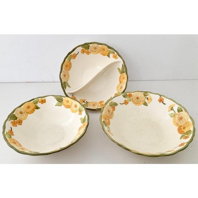 "Metlox Manufacturing Company 1960s Ceramic Metlox ""Zinnia"" Dinnerware - Set of 7 For Sale - Image 4 of 7"