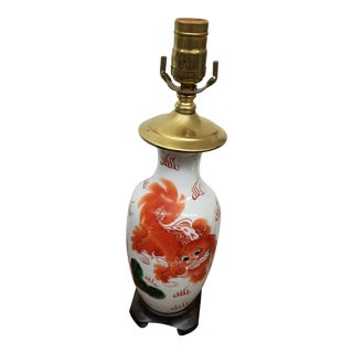 1980s Chinese Hand Painted Porcelain Lamp With a Fu Dog Motif For Sale