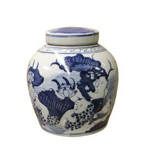 Chinese Handmade Medium Blue & White Porcelain Ginger Jar For Sale