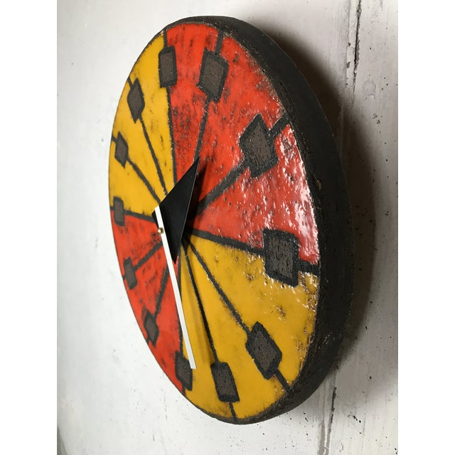 Eye-catching modernist Italian ceramic wall clock by Bitossi (Italian potter) manufactured by Howard Miller using hands...