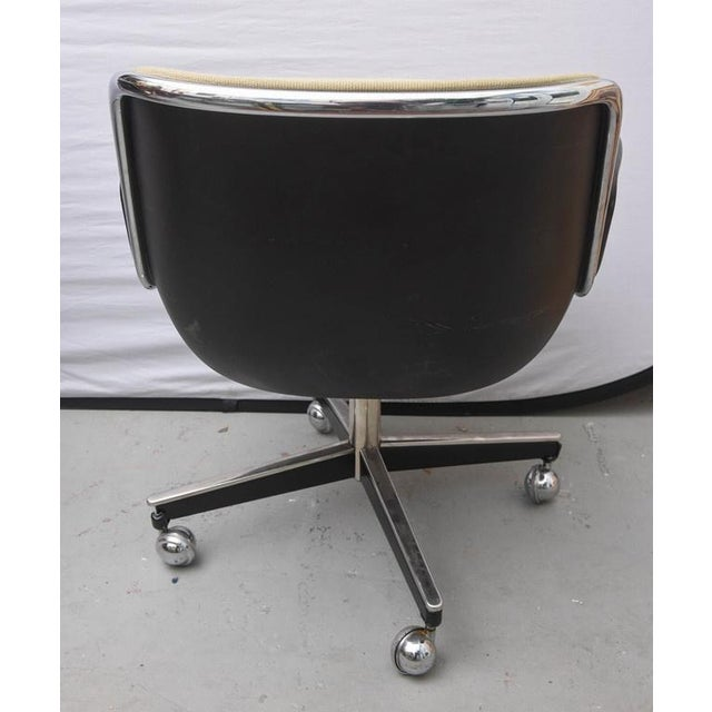 1970s Pair of Charles Pollock for Knoll Executive Chairs, 1970s Usa For Sale - Image 5 of 9