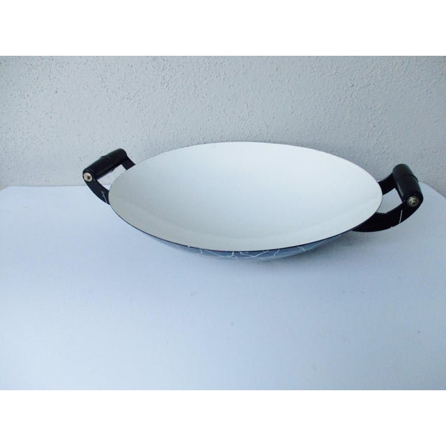 White Cool Atomic Squiggle Retro Enamel Pot Pan Wok Paella Server With Lid For Sale - Image 8 of 9