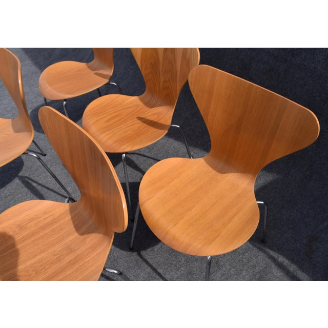 Vintage Arne Jacobsen by Fritz Hansen Danish Modern Series 7 Chairs - Set of 6. For Sale In San Diego - Image 6 of 11
