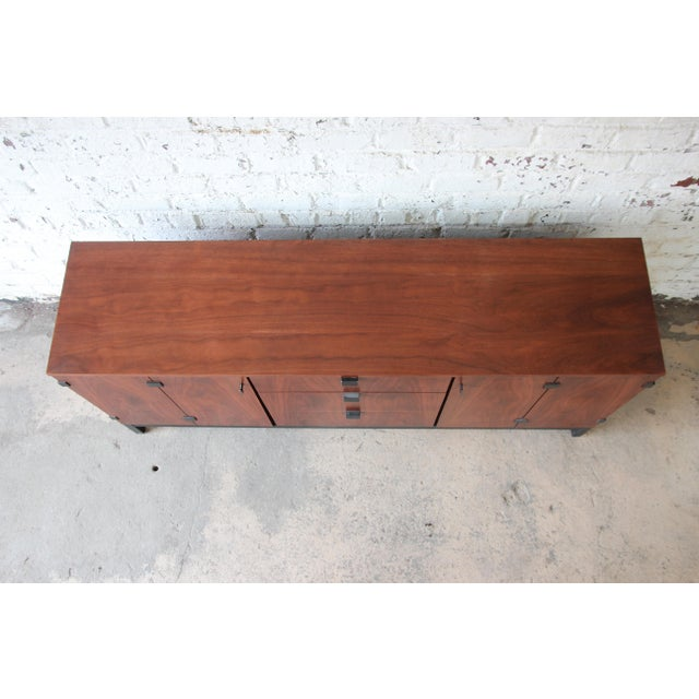 Milo Baughman for Directional Mid-Century Modern Walnut Credenza or Triple Dresser For Sale In South Bend - Image 6 of 12