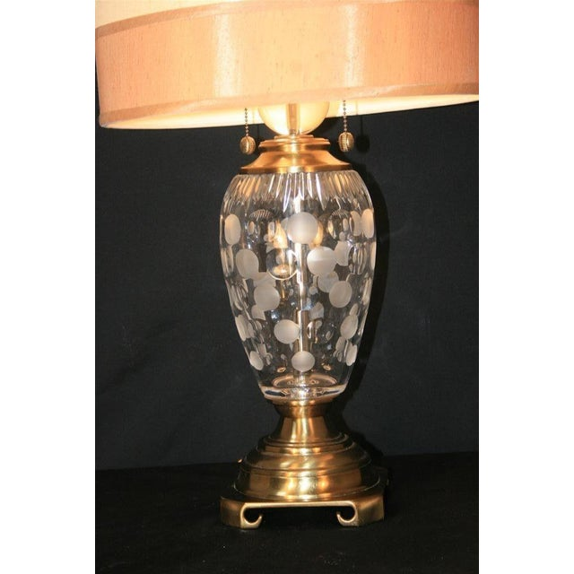 Contemporary Dale Tiffany Etched Crystal Glass & Brass Table Desk Lamp With Shade Decorator For Sale - Image 3 of 11