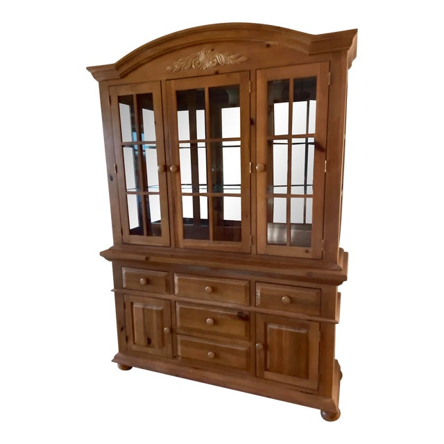Broyhill Wood Dinning Room Set With Hutch For Sale