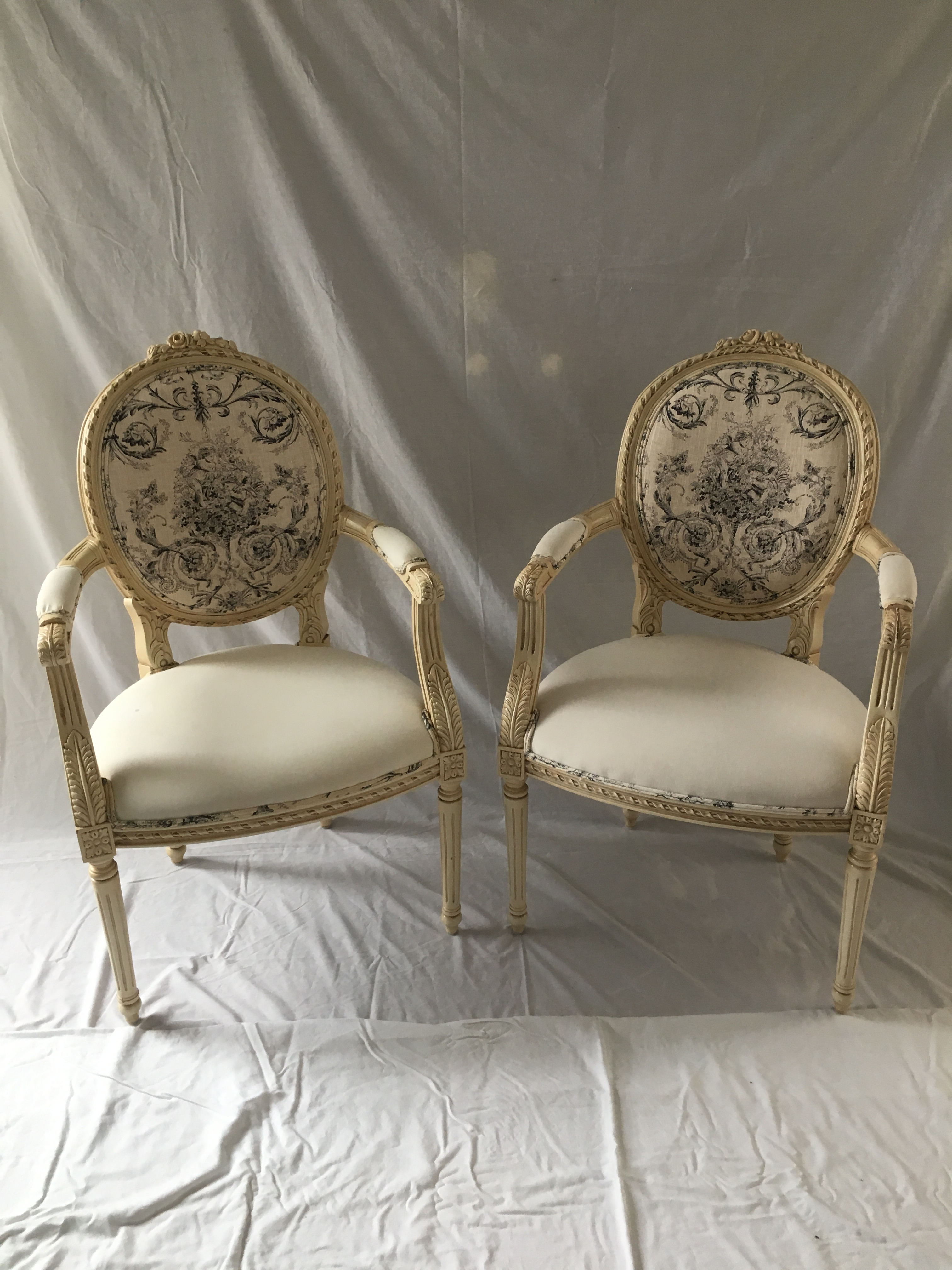 Vintage Louis XV Style Italian Hand Carved Chairs   A Pair   Image 8 Of 8