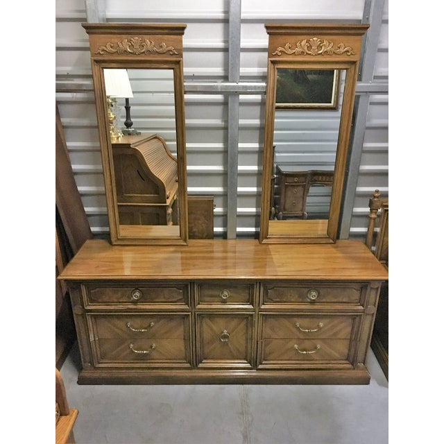 Vintage Thomasville Dresser with Wall Mirrors - Image 2 of 9